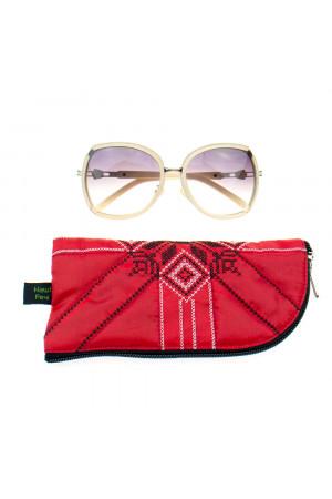Вишитий чохол для окулярів червоного кольору