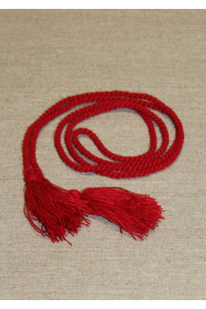 Пояс - веревка красного цвета