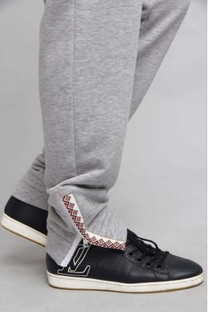Спортивные штаны серого цвета с украинским орнаментом
