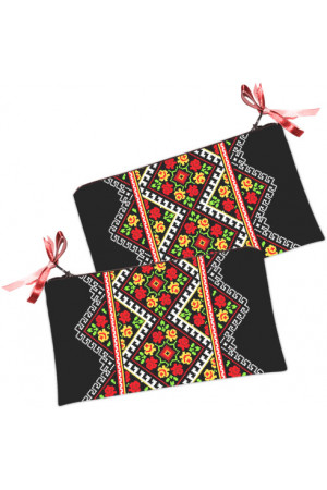 """Косметичка-гаманець """"Трояндова вишиванка"""" чорного кольору"""