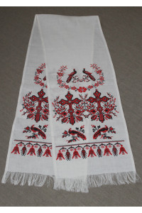 Весільний рушник з українським орнаментом