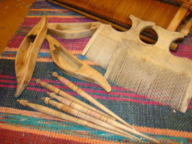 Третім рівнем святості полотна є перехресне плетіння ниток. Завдяки цій  властивості домотканого полотна cad827249a206