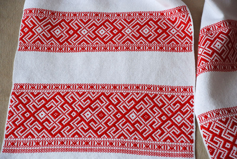 Основні традиційні символи і системи знаків у вишивках українських рушників 2949b19122af8