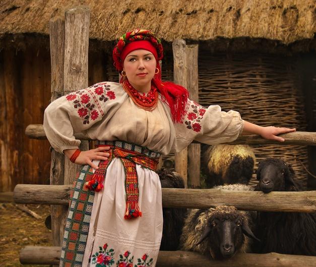Основою українського жіночого одягу є сорочка з лляної або іншої  натуральної тканини 9779af25010cf