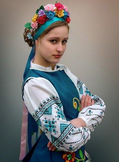 2c1bb12db6ae20 Традиційні українські штани шилися вільними, широкими, а між штанин ще й  вшивається матня з прямокутних шматків тканини, яка давала ще більшу  свободу рухів.
