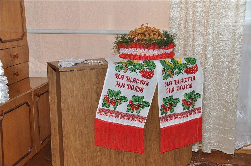 Українське весілля уквітчувалося великою кількістю прекрасних рушників на  всіх етапах проведення торжества. Сім я нареченої намагалася підготувати до  ... d13ee2d16fe14
