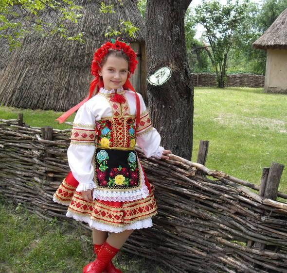 Велика розмаїтість українського одягу пояснюється і регіональними  відмінностями 069c34f899622