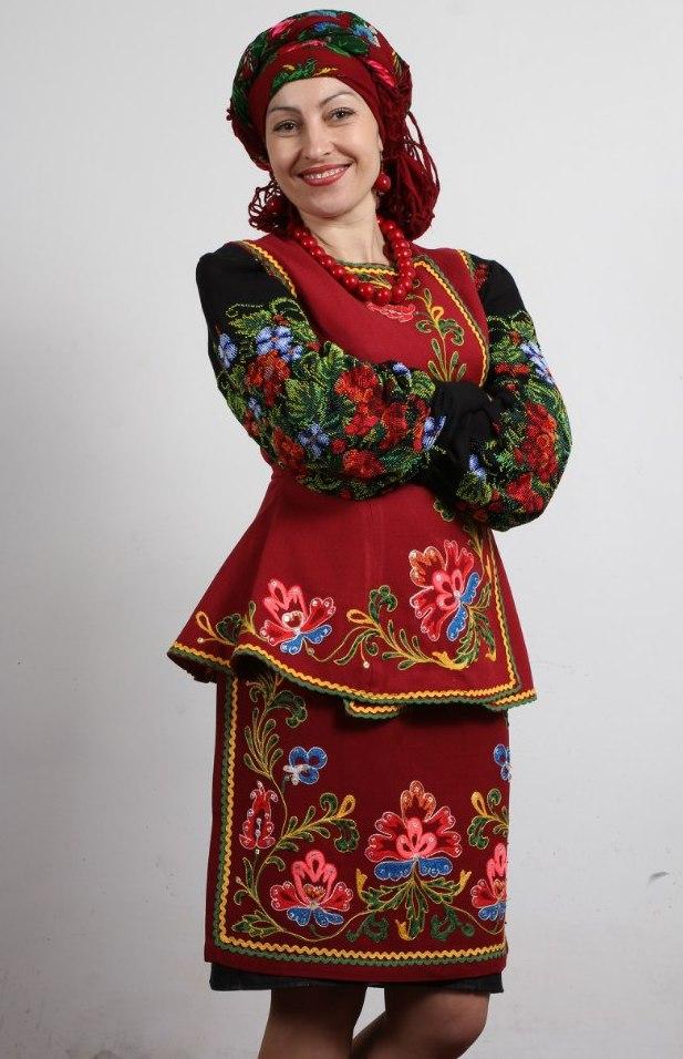 Червоні маки у візерунку вишиванки захищають людину від багатьох бід і  неприємностей 9bbb85d25f067
