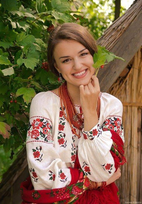 Історичні та культурні особливості національного українського одягу 033535c542aac