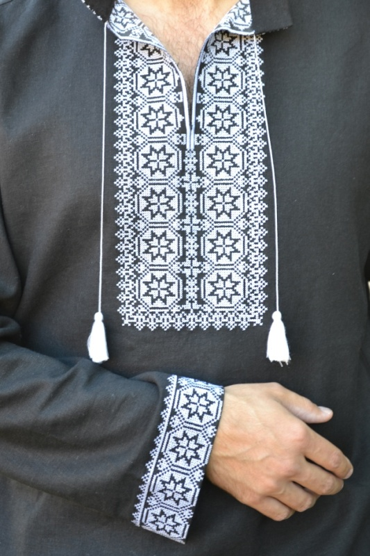Але це тільки один з варіантів використання чорних вишиванок bdaad91e9ea0b