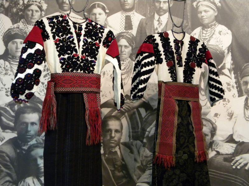 За народними переказами та легендами поява борщівських сорочок вишитих саме  чорними нитками пояснюється з історичними подіями які стали трагічними для  ... 2c7bceaed8f4e