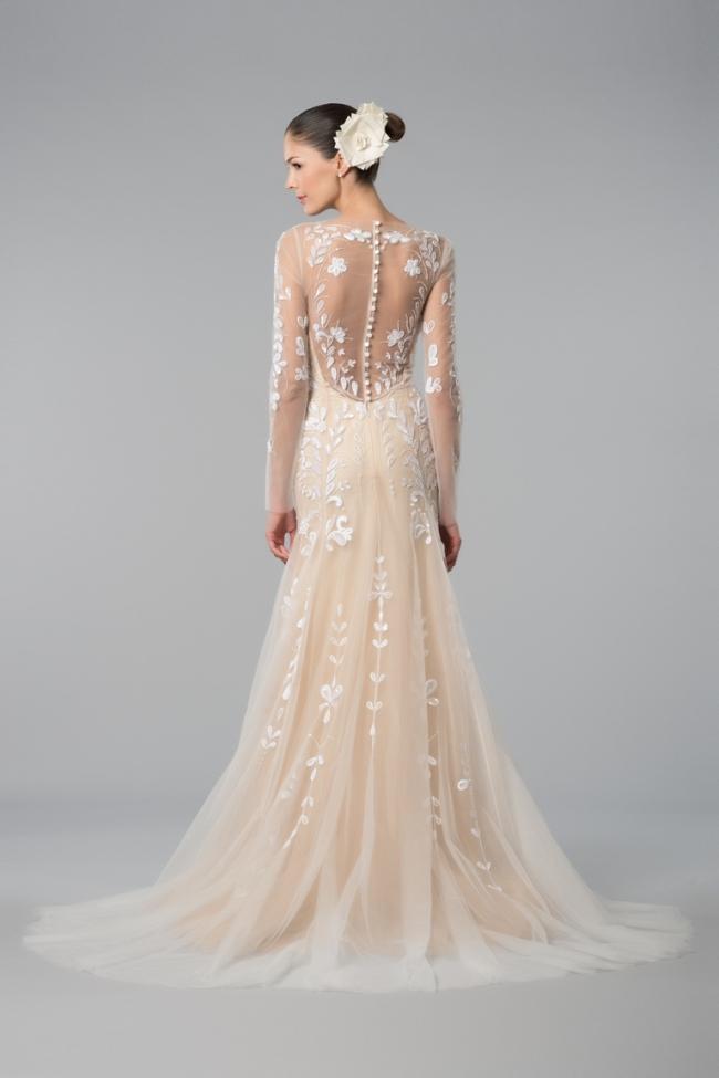 У новому сезоні будуть безсумнівним хітом у весільній моді сукні зі  складками і оборками. Торішні колекції почали роботу в цьому напрямку c3fd0fe43000f